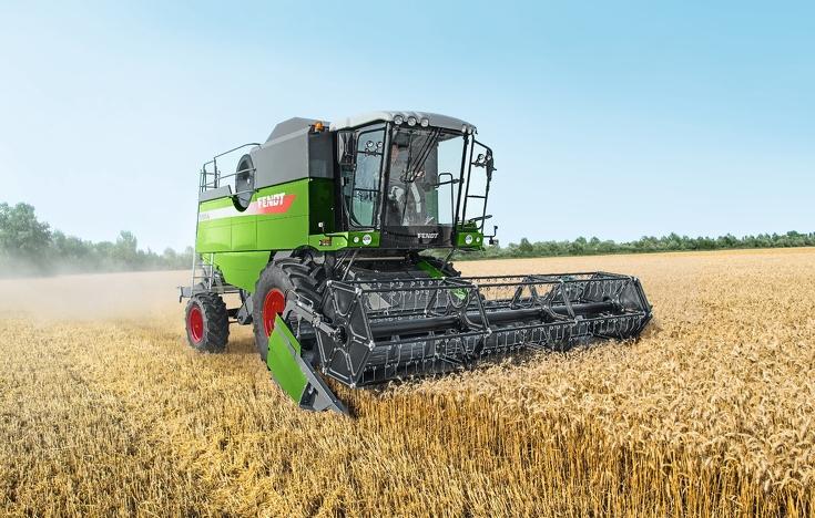 Fendt E-Serie Mähdrescher beim Drusch von Weizen