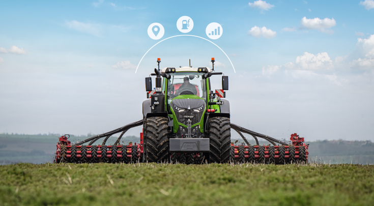 Vue avant du Fendt 1000 Vario avec combiné de semis et icônes Smart Farming.