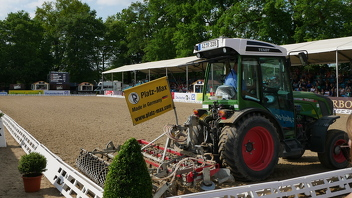 Tractor Pulling 2020 Italia Calendario.Fendt Tractors Supporting The Hamburg Derby 2018 Fendt