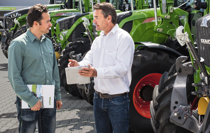 Fendt customer seeks advice from a Fendt dealer about financing offers.