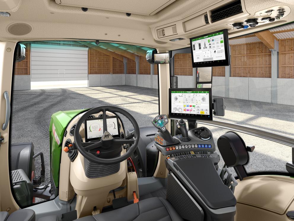La cabina del nuovo Fendt 900 Vario con FendtONE e tutte le attrezzature associate.