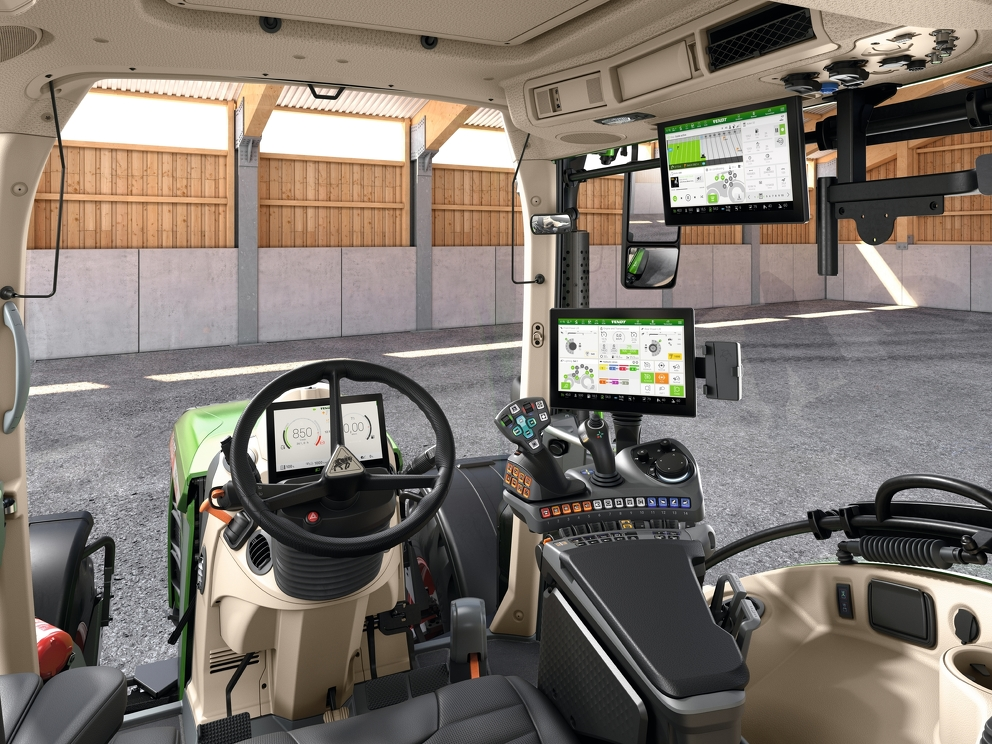 Førerhuset til den nye Fendt 500 Vario med FendtONE og alt tilhørende utstyr.